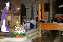 Katedra - Msza Święta żałobna  /fot.: J. Samborski /