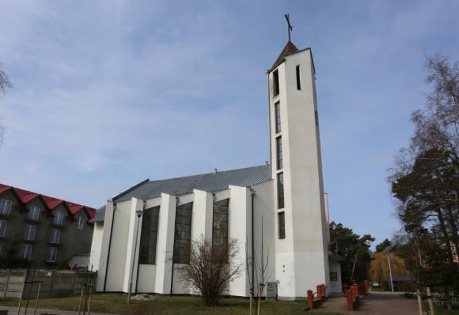 Międzywodzie Kościół parafialny pw Wniebowzięcia NMP