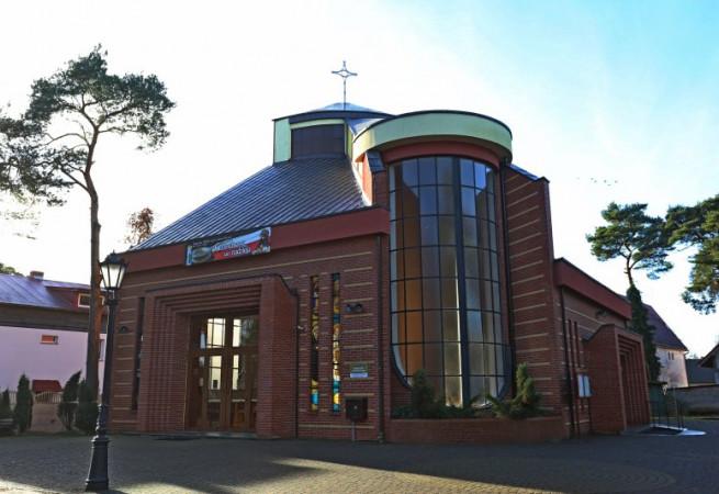 Niechorze Kościół parafialny pw Matki Bożej Miłosierdzia
