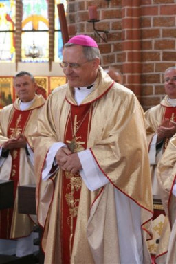 Nowy biskup koszalińsko - kołobrzeski Edward Dajczak  /fot.: E. Cybulski /