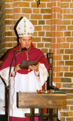 Nuncjusz Apostolski ogłasza decyzję Ojca Świętego