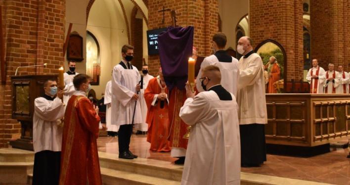 Liturgia Męki Pańskiej - Wielki Piątek 2021