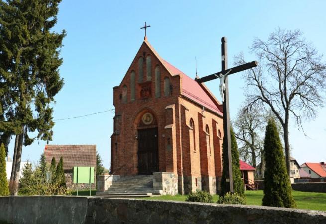 Barzkowice Kościół parafialny pw św.Apostołów Piotra i Pawła