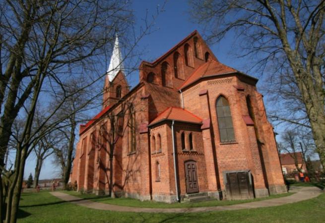 Radęcin Kościół parafialny pw św. Ap. Piotra i Pawła