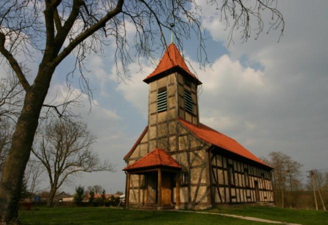 Chłopowo Kościół filialny pw św.Apostołów Piotra i Pawła